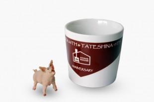 オリジナルマグカップ デミグラスレッド ※豚の置物はセットになりません。